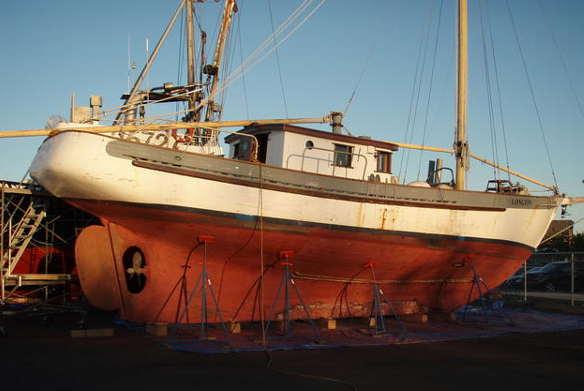 Rig and spar design to 160ft traditional classic modern for Garden design troller boat